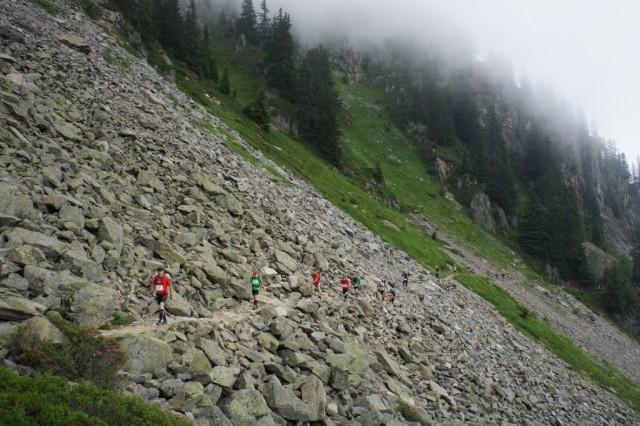 Teknisk parti i steinur etter ca 20 km