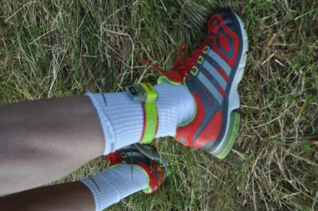 GPS-brikke i farger som matcher skoene. Profft!