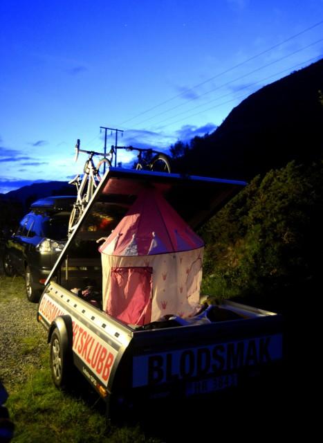 Lobster med sykler og telt